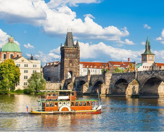 Prague Discovery with Lunch and Boat Trip