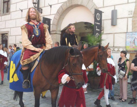 cesky-krumlov-5-petalled-rose-festival