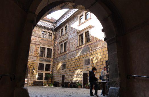 vienna to prague via cesky krumlov: renaissance castle in cesky krumlov