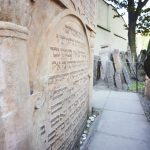 prague tours: tombstone of judah loew ben bezalel in old jewish cemetery