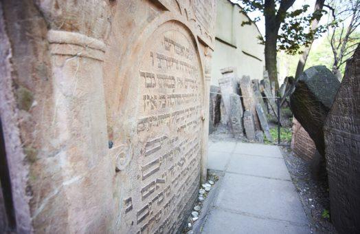 prague tours: tombstone of judah loew ben bezalel in old jewish cemetery