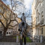 prague tours: franc kafka statue in the jewish quarter