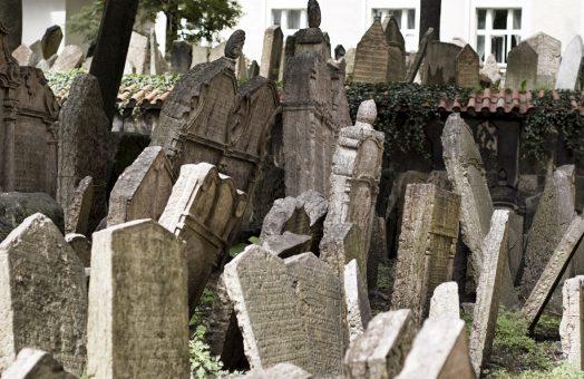 prague tours: old jewish cemetery