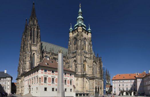 prague tours: st.vitus cathedral at the prague castle